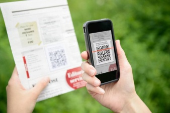 sedang scan barcode
